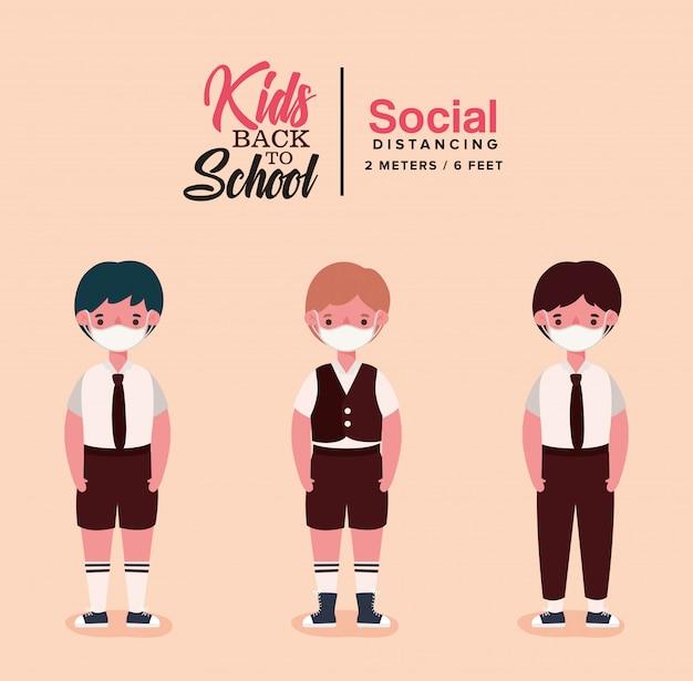 Chłopcy dzieci w mundurach i maskach medycznych
