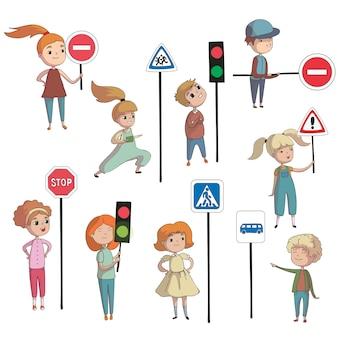 Chłopcy i dziewczęta obok różnych znaków drogowych i sygnalizacji świetlnej. ilustracja na białym tle.