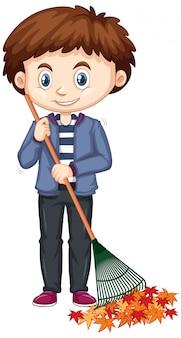 Chłopiec grabienia liście na białym tle