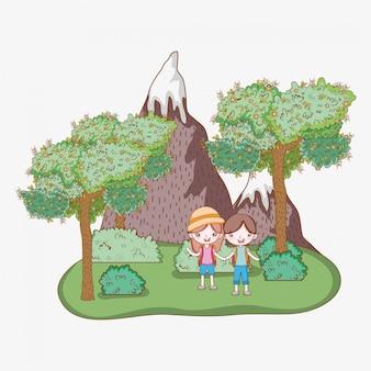 Chłopiec i dziewczyna z lodowymi górami i drzewami