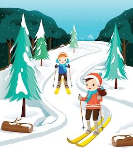 Chłopiec i dziewczynka na nartach, padający śnieg, zajęcia zimowe