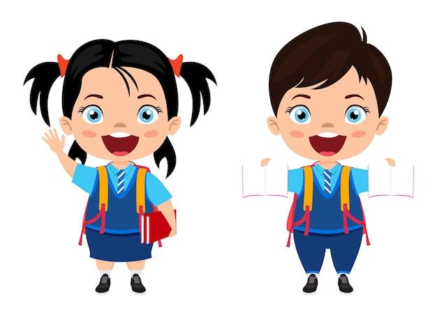 Chłopiec i dziewczynka stoi gotowa do szkoły z wesołym wyrazem