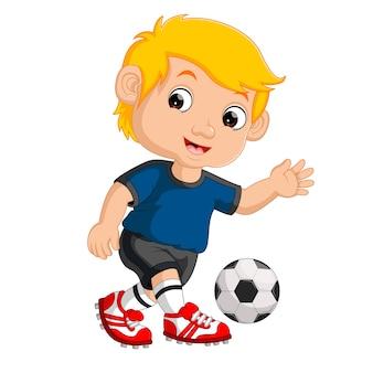 Chłopiec kreskówka gry w piłkę nożną