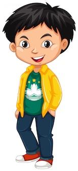 Chłopiec nosi koszulkę z flagą makau