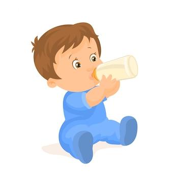 Chłopiec pije z butelki