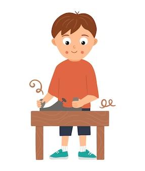 Chłopiec pracujący wektor. płaskie zabawne dziecko charakter pracy drewno z samolotem. ilustracja lekcji rzemiosła. koncepcja dziecka uczącego się pracy z narzędziami.