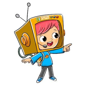 Chłopiec przebrany za astronautę z kartonem