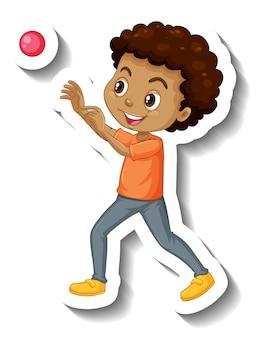 Chłopiec rzucający piłkę naklejką z postacią z kreskówek