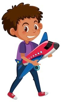 Chłopiec trzyma samolot zabawka postać z kreskówki na białym tle