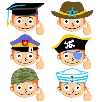 Chłopiec twarze z różnych kapelusz lub czapkę