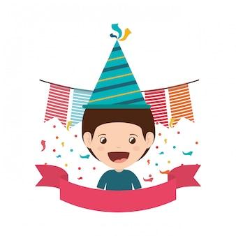 Chłopiec z party hat w obchody urodzin