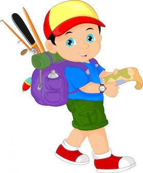 Chłopiec z plecakiem i trzymając mapę