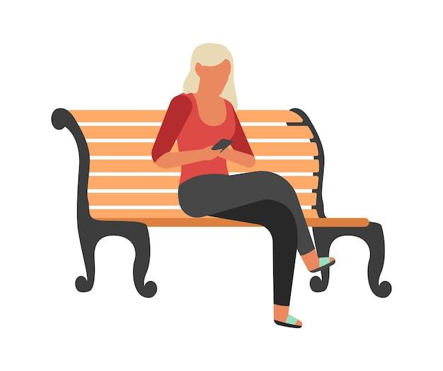 Chodzący ludzie. kobieta siedzi na ławce i pisze wiadomość, studentka na czacie, młoda dziewczyna trzyma smartfon, spacer w parku. płaski wektor na białym tle postać z kreskówki