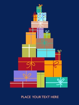 Choinka wykonana z pudełek z prezentami