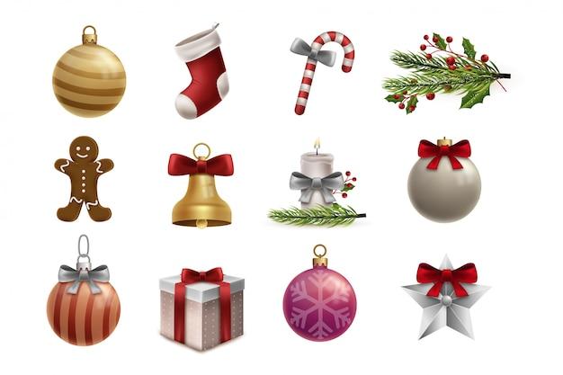 Christmast prezent i piłka ozdoba na białym tle