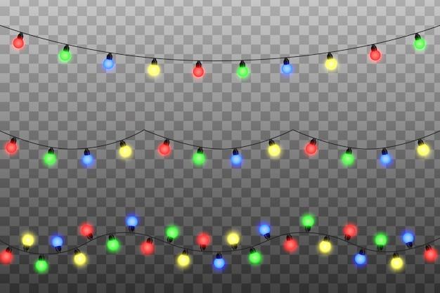 Ciąg lampek choinkowych. przezroczysty efekt dekoracji na tle. świecące światła na kartkę z życzeniami świątecznymi.