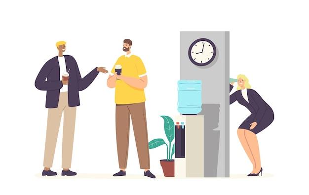 Ciekawa kobieta w biurze z filiżanką szpieguje kolegów, podsłuchuje, zbiera tajne informacje i plotki. kobiecy charakter podsłuchujący słuchanie przez ścianę. ilustracja wektorowa kreskówka ludzie