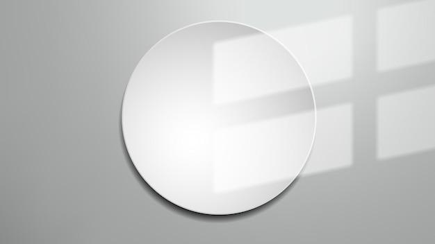 Cień okna na białej okrągłej ramie