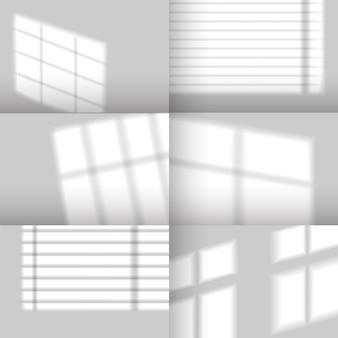 Cienie okienne. realistyczny efekt cienia nakładki z żaluzji. naturalne światło słoneczne z okien na makieta ścian dla sceny produktu, wektor zestaw. odbicie światła na szarej pustej ścianie pokoju
