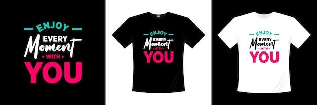 Ciesz się każdą chwilą z projektem koszulki typograficznej. miłość, romantyczna koszulka.