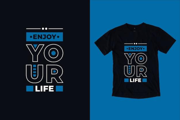 Ciesz się życiem nowoczesna inspirująca typografia cytuje projekt koszulki