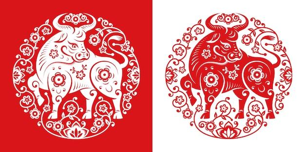 Cny 2021 metalowy symbol wołu w kółku z wyciętym papierem, biało-czerwonym. byk, znak zodiaku maskotka chiński nowy rok, rogate zwierzę w orientalnym kalendarzu, projekt karty z pozdrowieniami. piwonia kwitnie wokół wołu