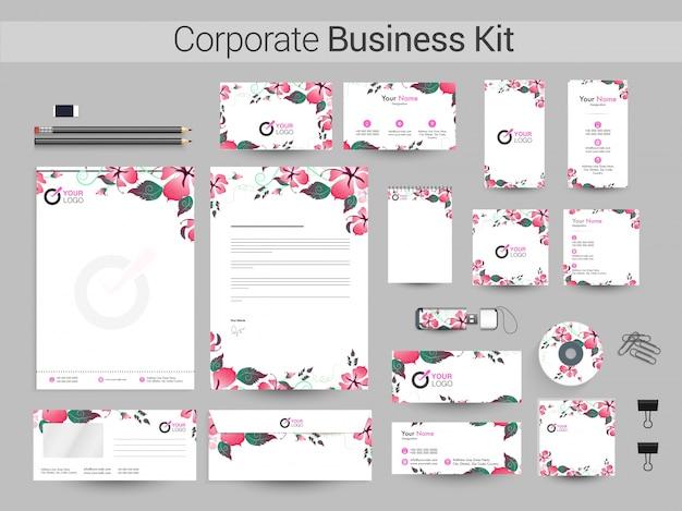 Corporate business kit z pięknymi kwiatami.