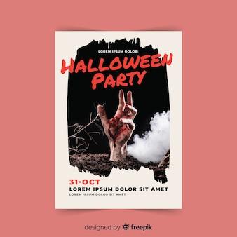 Creepy halloween party plakat z realistycznym projektem