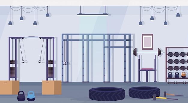 Crossfit studio klub zdrowia ze sprzętem do ćwiczeń pojęcie zdrowego stylu życia pusty brak ludzi siłownia wnętrze urządzenia treningowe poziome
