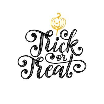 Cukierek albo psikus, odręczny napis na halloween. rysowane ilustracja dyni. koncepcja zaproszenia na przyjęcie, karty z pozdrowieniami, plakat.