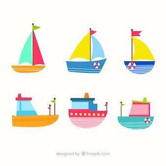 Cute kolekcja płaskich łodzi w różnych kolorach