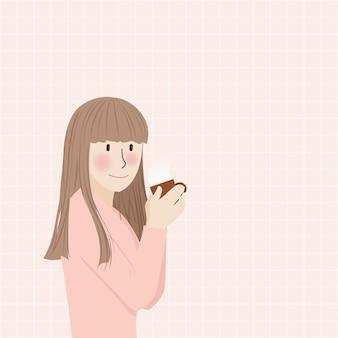 Cute uśmiechnięta dziewczyna gospodarstwa picia ciepłego napoju
