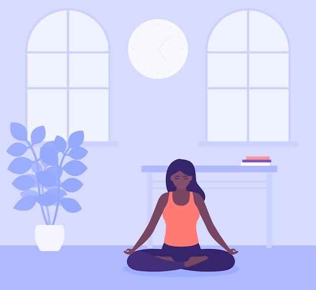 Ćwiczenia jogi, dziewczyna medytuje w domu, pozostaje pozytywna i uważna podczas dystansu społecznego i izolacji
