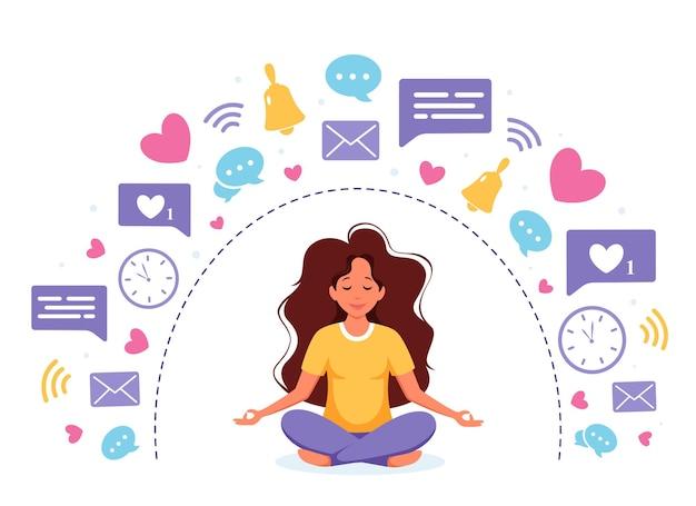 Cyfrowy detoks i medytacja. kobieta medytuje w pozycji lotosu