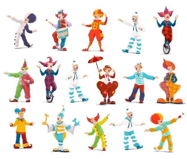 Cyrkowe klauni, wielkie postaci z kreskówek. wykonawcy błaznów, artyści cyrkowi shapito w zabawnych kostiumach, peruce, makijażu i czerwonym nosie.