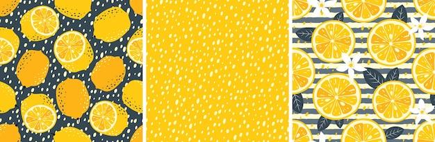 Cytrynowy zestaw bez szwu wzorów: połówki cytryny, owoce cytryny, liście, kwiaty, plastry, skórka. jasne kolory żółty i szary.