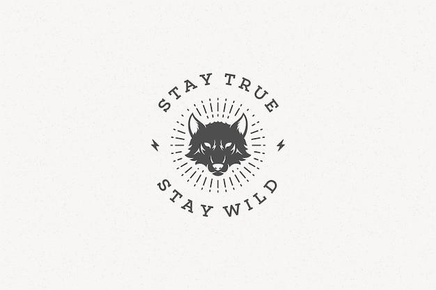 Cytuj typografię z ręcznie rysowane symbol głowy wilka na kartkę z życzeniami lub plakat i inne.