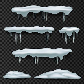 Czapki śnieżne. pokrywa śnieżna, stos, sople, na białym tle na tle, przezroczysty, lód, śnieżka i zaspa.