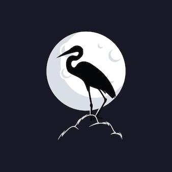 Czaplia sylwetka przeciw księżycowi