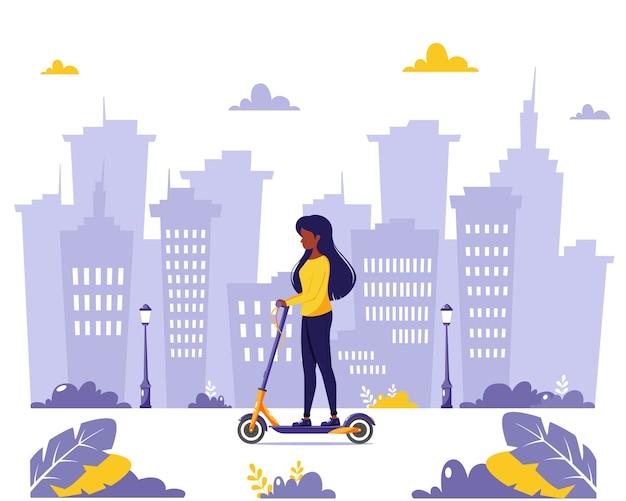 Czarna kobieta jedzie skuterem elektrycznym. koncepcja transportu ekologicznego. w stylu płaskiej.
