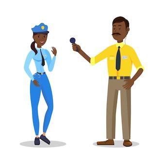 Czarna kobieta w policyjnym mundurze i dziennikarce.