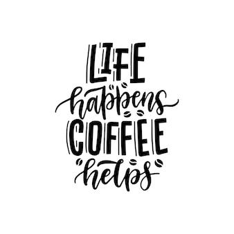 Czarna odręczna fraza - life happens coffee pomaga. typografia cytat kawy na białym tle