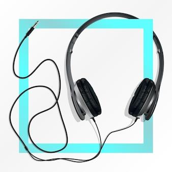 Czarne słuchawki z przewodem.