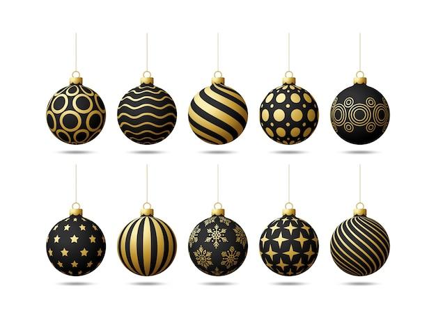 Czarno-złote choinki zabawki kulki oe ustawione na białym tle. pończochy ozdoby świąteczne. obiekt na święta, makieta. realistyczny obiekt ilustracji