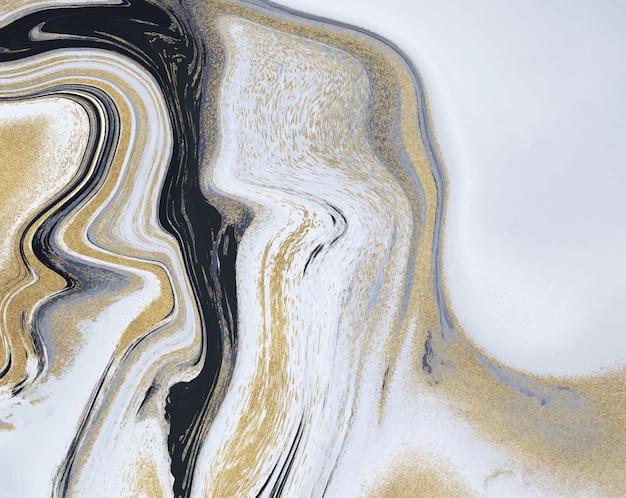 Czarny, biały i złoty brokatowy płynny marmur. malarstwo tuszem streszczenie