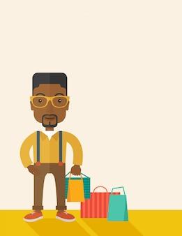 Czarny facet, który idzie na zakupy.