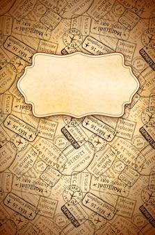 Czarny międzynarodowy podróży wizy pieczątki odciski na starym papierze z retro ramą, pionowo rocznika tło