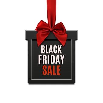 Czarny piątek sprzedaż, kwadratowy baner w formie prezentu świątecznego z czerwoną wstążką i kokardą, na białym tle. szablon broszury, banera lub plakatu.