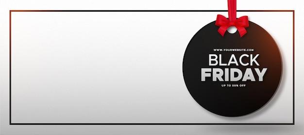 Czarny piątek sprzedaż tło z etykietą i realistyczną czerwoną wstążką