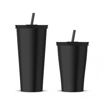 Czarny plastikowy kubek jednorazowy